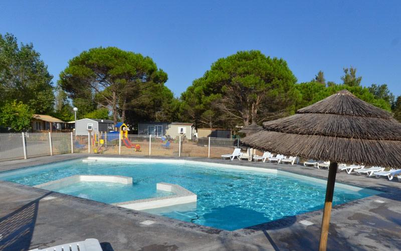 Piscine avec Jaccuzzi du camping Med Plage à Vias