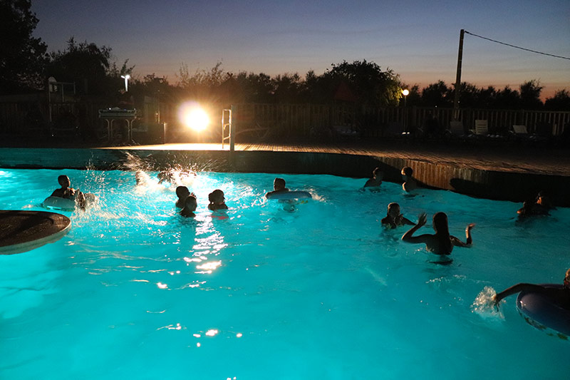Soirée piscine nocturne